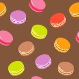 Naadloos patroon met geassorteerde kleurrijke macarons op witte achtergrond Stock Fotografie