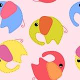 Naadloos patroon met gekleurde met de hand gemaakte olifanten vector illustratie