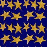 Naadloos patroon met gouden metaalsterren op een achtergrond van de nacht blauwe hemel vector illustratie