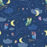 Naadloos patroon met hand-drawn uilen en vogels op donkere achtergrond Stock Afbeeldingen