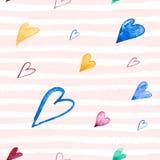 Naadloos patroon met hand geschilderde waterverfharten op roze gestreepte achtergrond Perfectioneer voor romantische gelegenheden vector illustratie