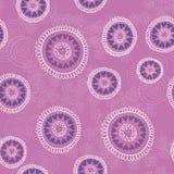 Naadloos patroon met hand getrokken cirkels, bloemen en harten Overladen bloemen eindeloze Hipster-achtergrond Royalty-vrije Stock Afbeeldingen