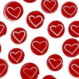 Naadloos patroon met harten binnen rode hand-drawn cirkels rug Stock Fotografie