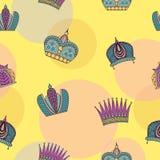 Naadloos patroon met heldere bevallige kronen op een gele backgro stock illustratie