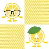 Naadloos patroon met karakter van de citroen het leuke glimlach in glazen royalty-vrije illustratie