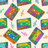 Naadloos patroon met kleurrijke cassettes De stijl van de hippie Krabbel muzikale textuur voor het verpakken, stof Vector Royalty-vrije Stock Afbeeldingen