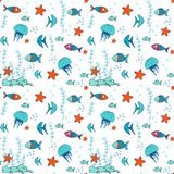 Naadloos patroon met kleurrijke vissen Stock Foto