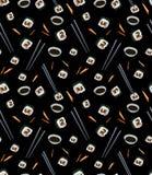 Naadloos patroon met plakken van gimbap in karbonadestokken met sojasaus op zwarte achtergrond stock illustratie