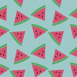 Naadloos patroon met plakken van watermeloen op de blauwe achtergrond Royalty-vrije Stock Afbeeldingen