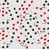 Naadloos patroon met speelkaarten in chaos Kaartdek herhaalde achtergrond royalty-vrije illustratie
