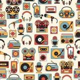 Naadloos patroon met symbolen van muziek en audiopictogrammen Royalty-vrije Stock Afbeeldingen