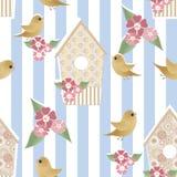 Naadloos patroon met vogelhuizen en vogels op gestreept royalty-vrije illustratie
