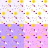 Naadloos patroon op een ruimtethema in vier variaties op een lichte achtergrond Royalty-vrije Stock Afbeeldingen