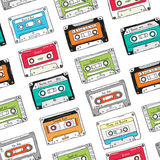 Naadloos patroon, plastic cassette, audioband met verschillende muziek Hand getrokken kleurrijke achtergrond, retro stijl