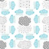 Naadloos patroon van hand getrokken krabbelwolken Royalty-vrije Stock Foto's