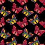 Naadloos patroon van kleurrijke geborduurde vlinders op een backgr Royalty-vrije Stock Afbeeldingen