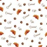 Naadloos patroon van koffiebonen en croissants op een witte achtergrond Achtergrond voor het menu van restaurants en koffie royalty-vrije stock afbeeldingen