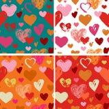Naadloos rood hand getrokken krabbelpatroon met harten Royalty-vrije Stock Foto's