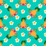 Naadloos tropisch patroon met ananassen Kan voor textiel, het behandelen, stof, het verpakken worden gebruikt Stock Foto's