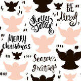 Naadloos Vakantiehand getrokken patroon met Kerstmisengelen en hand het geschreven van letters voorzien Vector illustratie Stock Fotografie