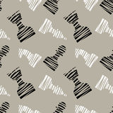 Naadloos vector chaotisch patroon met zwarte decoratieve gevoerde schaakstukken Grijze achtergrond met zwart-witte schaakstukken vector illustratie