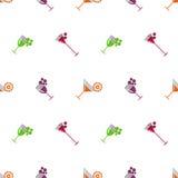 Naadloos vectorpatroon met cocktails, wijn, kersen, sinaasappelen en druif op de witte achtergrond royalty-vrije illustratie