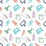 Naadloos vectorpatroon met elementen van bureaulevering Kleurrijke achtergrond met schaar, notitieboekje, laptop, PC, pen, potloo Royalty-vrije Stock Foto
