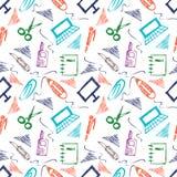 Naadloos vectorpatroon met elementen van bureaulevering Kleurrijke achtergrond met schaar, notitieboekje, laptop, PC, pen, potloo Royalty-vrije Stock Foto's