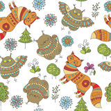 Naadloos vectorpatroon met vossen, uilen en bomen Stock Afbeelding