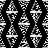 Naadloos vectorpatroon Zwart-witte geometrische achtergrond met hand getrokken decoratieve stammenelementen Druk met etnisch, fol vector illustratie