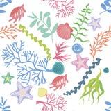 Naadloze achtergrond, textuur, patroon van zeewier, koraal en zeeschelpen Royalty-vrije Stock Fotografie