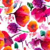 Naadloze achtergrondpatroonpapaver, korenbloemen, lelie, kamille, rozen met bladeren en onzelieveheersbeestje op wit Getrokken ha Royalty-vrije Stock Afbeeldingen