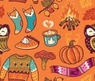 Naadloze de herfstachtergrond met pompoen, uil, trui, vuur en andere Stock Afbeelding