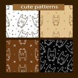 Naadloze die patronen met leuk beeldverhaalkonijn worden geplaatst vector illustratie