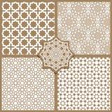 Naadloze Islamitische die patronen in beige worden geplaatst Royalty-vrije Stock Fotografie