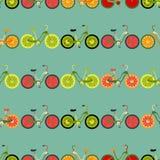 Naadloze kleurrijke die achtergrond van fietsen met fruitwielen wordt gemaakt royalty-vrije stock afbeelding
