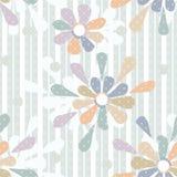 Naadloze patroon van beeldverhaal het leuke bloemen op gestreept Stock Afbeeldingen