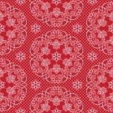 Naadloze patroonsneeuwvlokken en stippen op rode vector als achtergrond De stof van het Kerstmiskant of verpakkend document ontwe Stock Foto