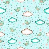 Naadloze vectorachtergrond van leuke vogels op hemel in de wolken Royalty-vrije Stock Afbeelding