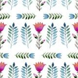 Naadloze waterverfachtergrond die uit roze bloemen en bloemblaadjes bestaat Royalty-vrije Stock Foto's