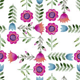 Naadloze waterverfachtergrond die uit roze bloemen en bloemblaadjes bestaat Stock Afbeeldingen