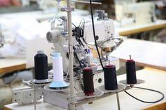Naaiende bedrijf, uitrusting en materialen Stock Foto