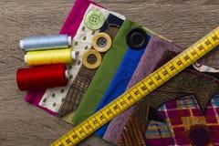 Naaiende uitrusting en materialen Stock Afbeelding