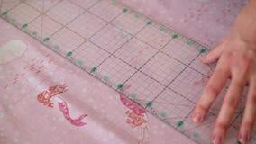 Naaisters scherpe textiel stock videobeelden