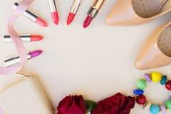 Naakt gekleurd hoog hielenstilleven Stock Fotografie