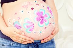 Naakte grote buik zwangere vrouw Royalty-vrije Stock Foto's