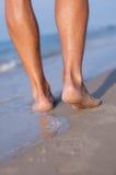 Naakte voeten bij het overzees Royalty-vrije Stock Afbeeldingen