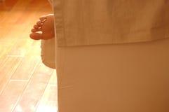 Naakte voeten op bank Stock Fotografie