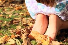 Naakte voeten van een klein meisje Stock Fotografie
