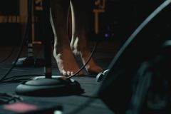 Naakte voeten van een zanger royalty-vrije stock foto